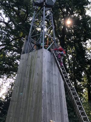 bevers-overvliegen-klimmen-toren-scouting-almelo-hjbllanos