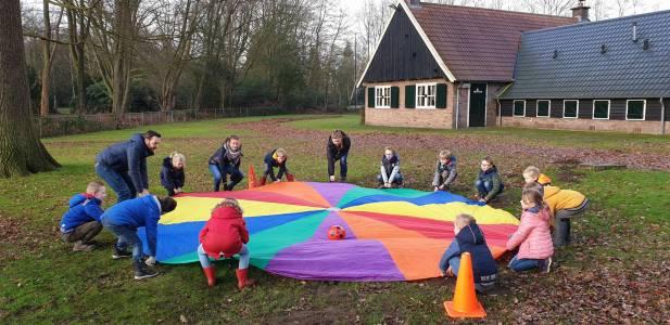 Parachute-bal-spel-bevers-scouting-almelo-hjbllanos