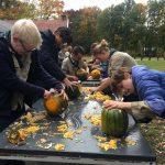 Scouts pakken aan met Halloween. En er werd geïnstalleerd.