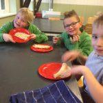 Welpen – Pannenkoeken bakken